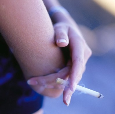 Inflammatory Joint Signs Increased by Smoking in Relatives of RA Patients