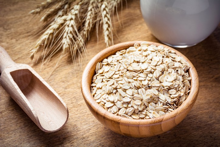 Higher intake of dietary fiber is linked with reduced knee pain in older adults with knee osteoarthritis.