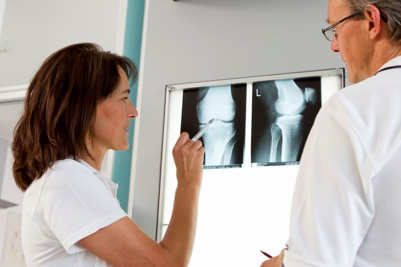 Investigators evaluated pain outcomes in patients undergoing bilateral total knee arthroplasty performed by the same surgeon over a 2-year period.