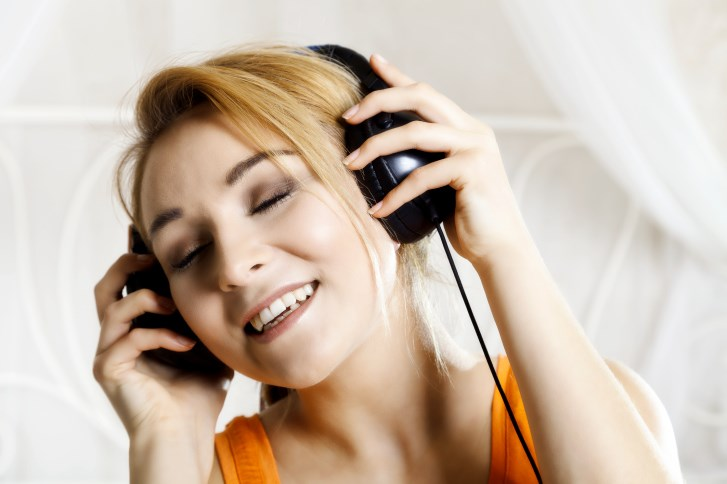 The researchers found that music reduced postoperative pain, anxiety, and analgesia use.