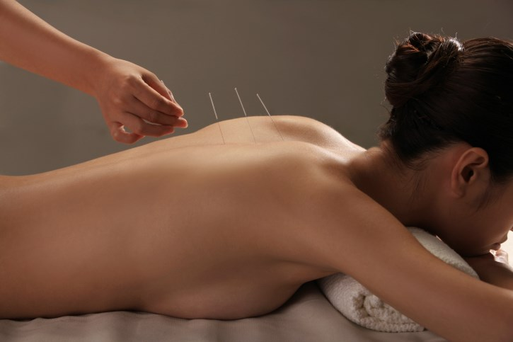 Combining acupuncture and pharmacotherapy may be an effective option for relieving SCI-induced neuropathic pain.
