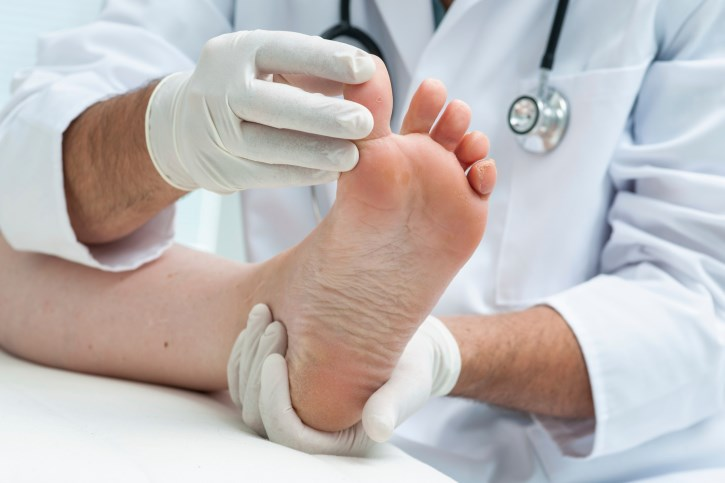 Attention should be paid to the ankles and feet when assessing disease activity in RA patients.