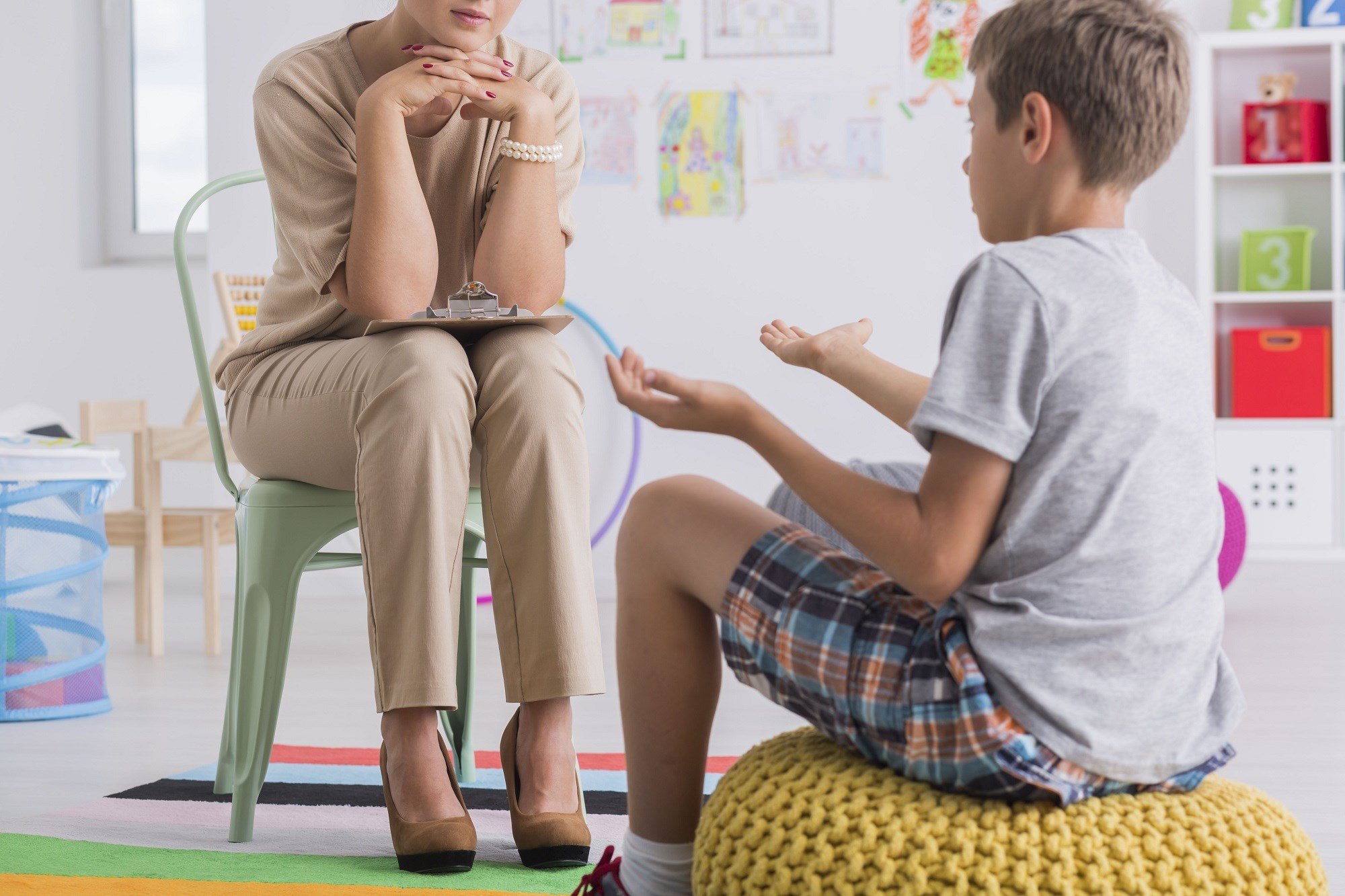 In pediatric patients with headache pain, psychological therapies were associated with a reduction in the frequency of pain after treatment but not at follow-up.